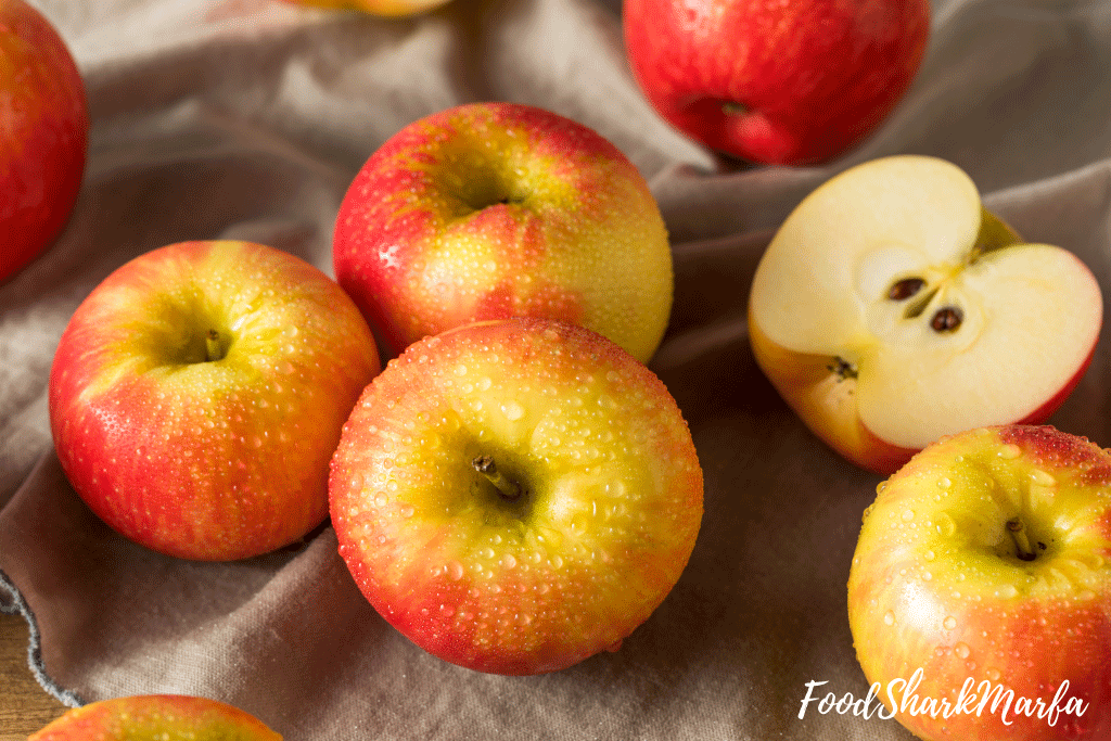 Raw-Red-Organic-Honeycrisp-Apples-Ready-to-Eat